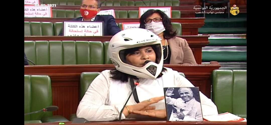 عبير موسي في البرلمان بخوذة درجات نارية