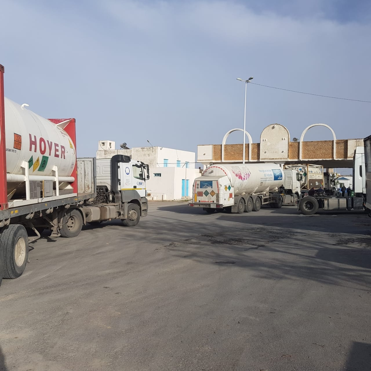 تونس تستلم شحنات أوكسجين من الجزائر