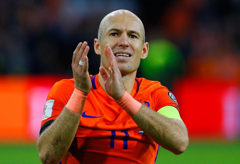 نجم الكرة الهولندية يعلن إعتزاله كرة القدم