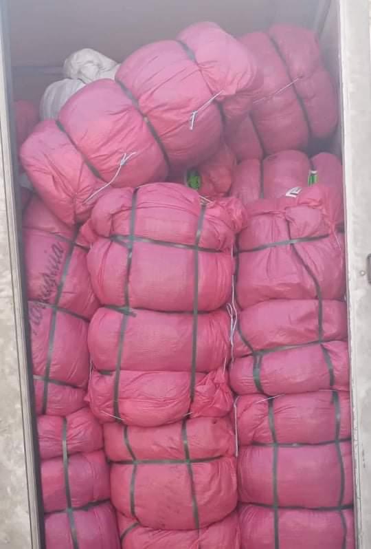 سليانة : ظبط شاحنتين محملتين بملابس مستعملة قدرت ب200 ألف دينار متجهة نحو الجزائر