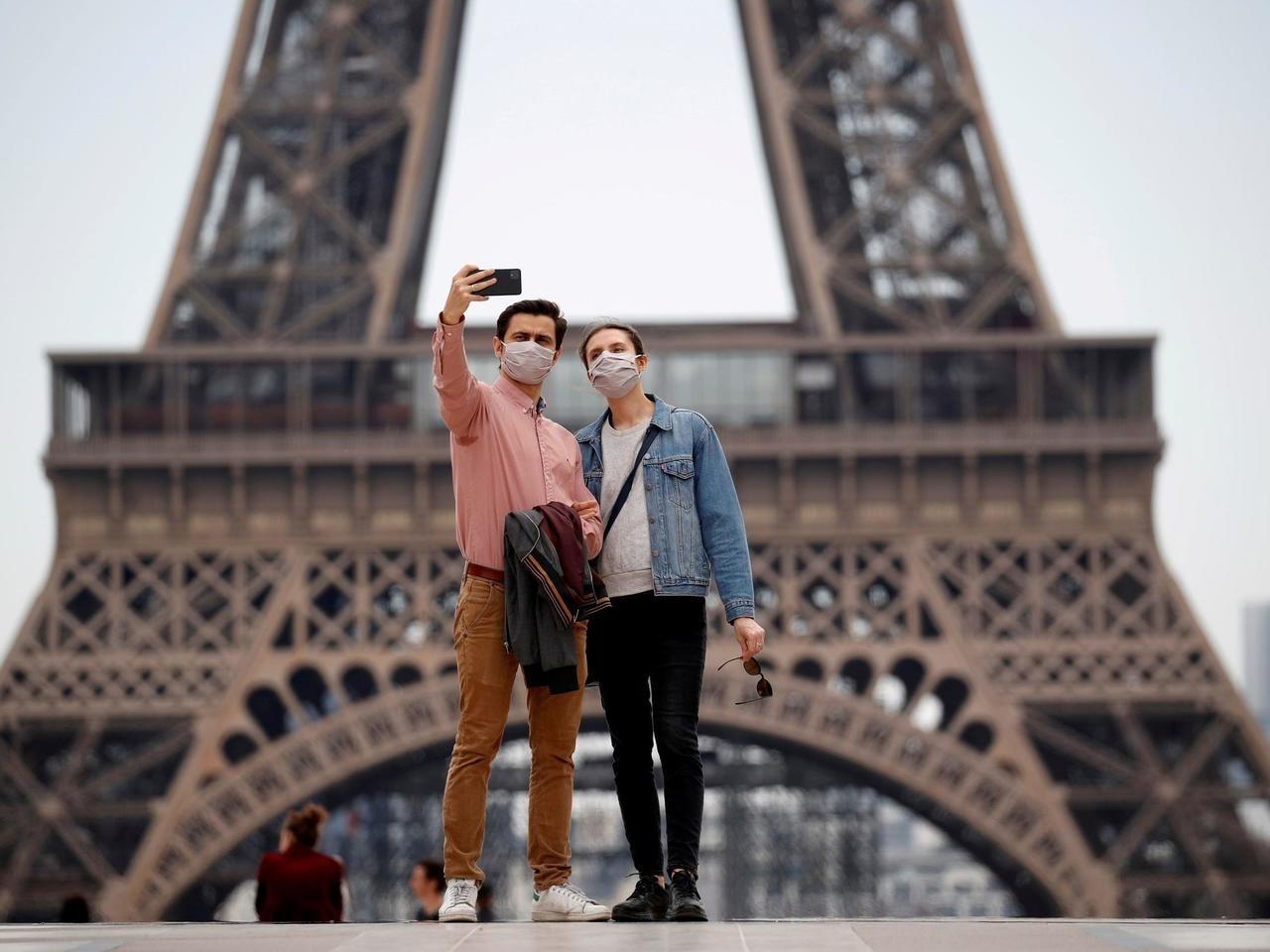 فرنسا تلغي إجبارية ارتداء الكمامات